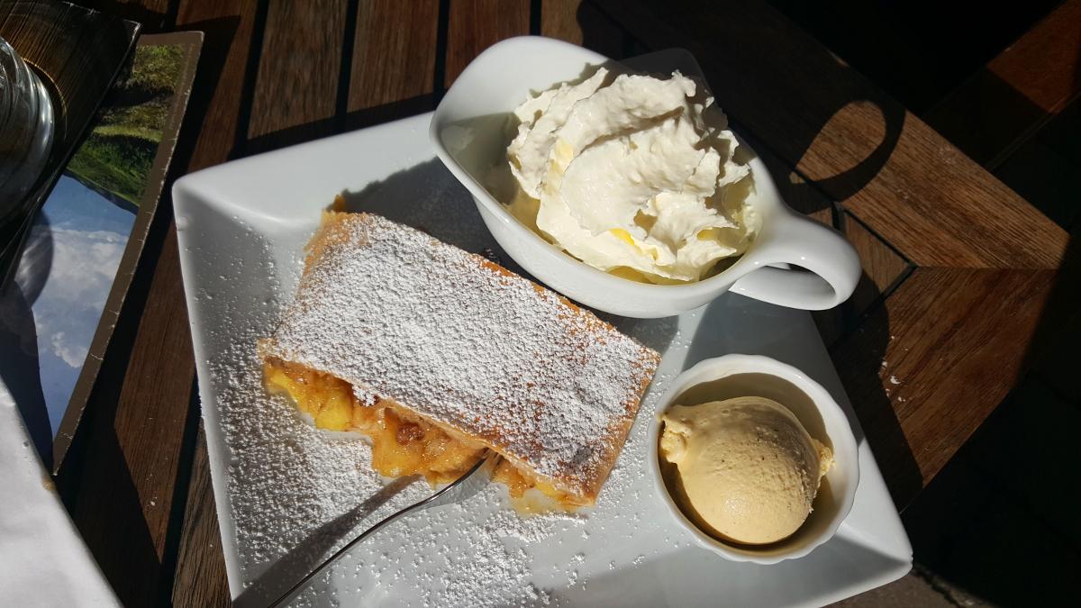 Jak powstaje Apfelstrudel, najpopularniejsze w Austrii ciasto?